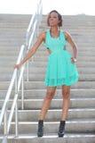 Женщина представляя на лестнице Стоковое фото RF