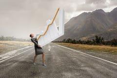 Женщина представляя концепцию роста Стоковая Фотография