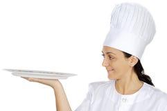 женщина привлекательного кашевара счастливая стоковое изображение
