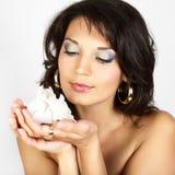 женщина привлекательного портрета цветка белая Стоковые Изображения