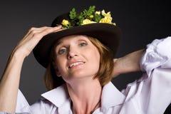 женщина привлекательного шлема возмужалая ся стоковое изображение rf