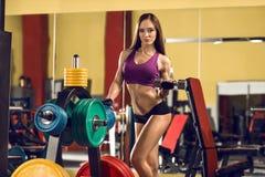 Женщина пригодности в гимнастике стоковое фото