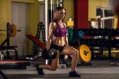 Женщина пригодности в гимнастике стоковые фото