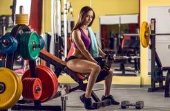 Женщина пригодности в гимнастике стоковое изображение rf