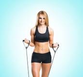 Женщина пригонки, здоровых и sporty в sportswear делая exerc детандера Стоковое Фото