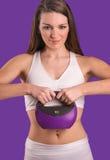 Женщина пригонки с весом колокола чайника Стоковое Фото