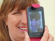 Женщина принимая selfie стоковая фотография rf