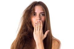 Женщина при половина волос прямо и запутанная половина стоковое фото