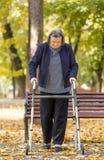 Женщина при ходок идя outdoors Стоковое Изображение