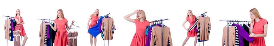 Женщина пробуя новую одежду на белизне Стоковые Фотографии RF