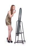 Женщина пробуя новую одежду Стоковые Фото