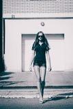 женщина прогулки Стоковое Изображение