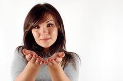 женщина продукта удерживания фактически стоковые фото