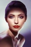 женщина просмотрения s портрета столетия 20 красоток ретроспективная xx белизна девушки предпосылки красивейшая Стоковое Фото