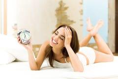 Женщина просыпая вверх стоковое фото rf