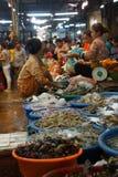 Женщина продавая рыб в Siem Reap Стоковые Изображения