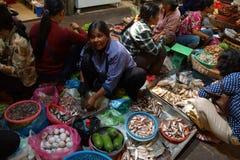 Женщина продавая рыб в Siem Reap Стоковые Фотографии RF