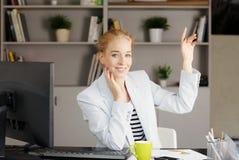 Женщина продаж на офисе Стоковое Фото