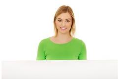 женщина пустой доски счастливая Стоковая Фотография RF