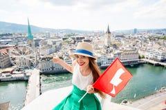 Женщина путешествуя в городе Цюриха Стоковая Фотография