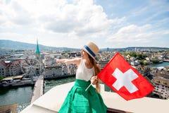 Женщина путешествуя в городе Цюриха Стоковые Фото