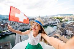 Женщина путешествуя в городе Цюриха Стоковая Фотография RF