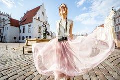 Женщина путешествуя в Poznan, Польше стоковое фото