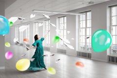женщина платья зеленая Мультимедиа Стоковая Фотография