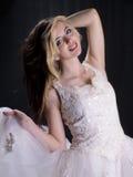 женщина платья довольно белая стоковое изображение