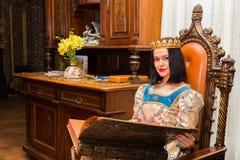 женщина платья средневековая Стоковая Фотография