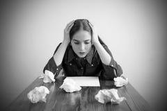 Женщина плача над чистым листом Стоковая Фотография RF