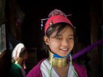 Женщина племени племени padaung портрета длинн-necked Озеро Inle, Мьянма, Бирма Стоковые Фото