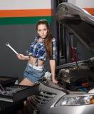 Женщина работника на станции обслуживания Стоковое фото RF