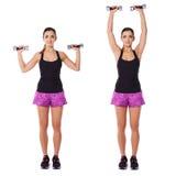 Женщина разрабатывая с гантелями в спортзале Стоковая Фотография
