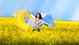 женщина рапса поля Стоковые Фото