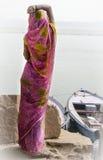 Женщина рассматривая Ганг Стоковое Изображение RF