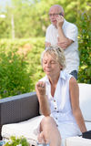 Женщина ревнивая ее супруг, стоковое изображение rf
