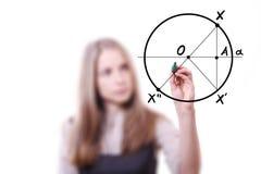 Женщина рисует геометрические формы Стоковые Фотографии RF