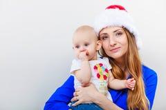Женщина рождества с милым младенцем стоковое фото
