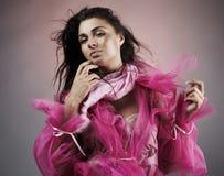 женщина розового портрета latina платья милая Стоковое Изображение