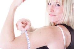 женщина рукоятки измеряя Стоковые Изображения RF