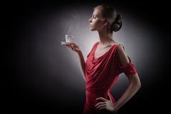 женщина рук кофе шикарная Стоковые Фото