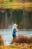 женщина рыболовства Стоковые Фотографии RF