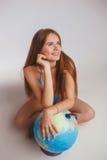 Женщина рядом с глобусом Стоковые Изображения