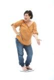 женщина самолюбивого маштаба диетпитания успешная стоковое изображение rf