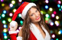 Женщина Санта Клауса бросая снежный ком стоковые изображения rf