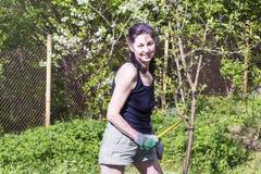 Женщина садовничая - хобби осени стоковое изображение rf