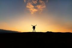Женщина свободы наслаждаясь счастьем Стоковая Фотография RF