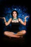 Женщина сексуального коренного американца девушки индийская с оплетками Стоковые Изображения