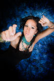 Женщина сексуального коренного американца девушки индийская с оплетками Стоковое Фото